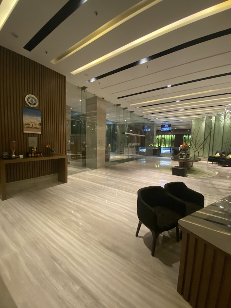 Lobby, WelcomHotel Bengaluru - Member ITCHotel Group