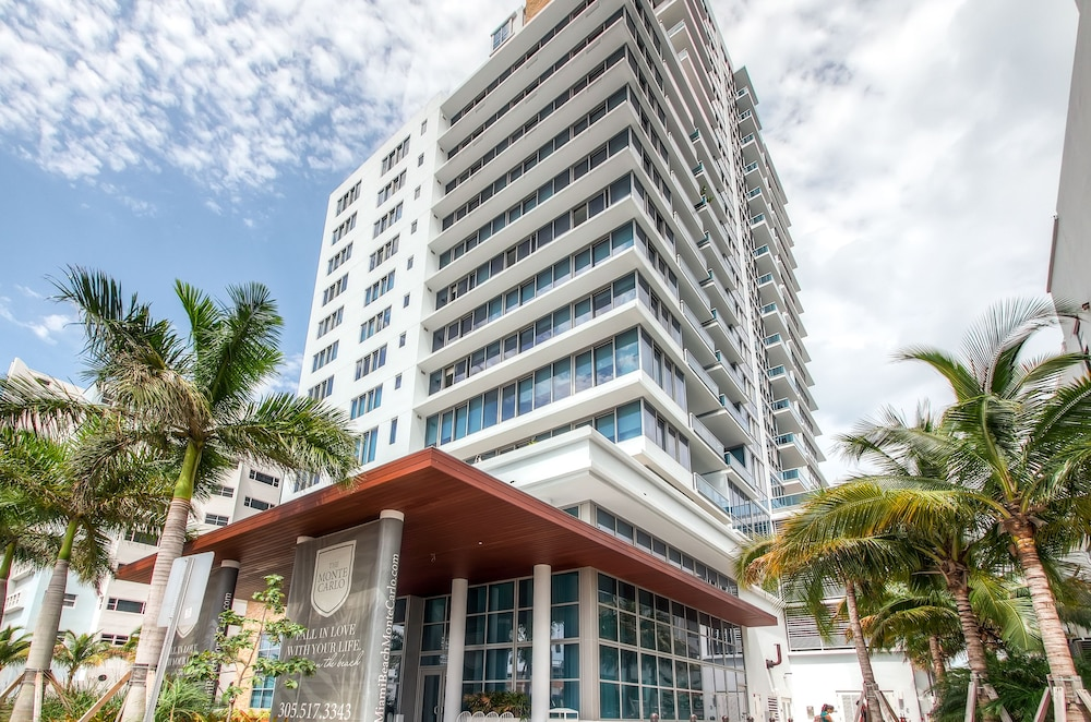 Front of Property, Churchill Suites Monte Carlo Miami Beach