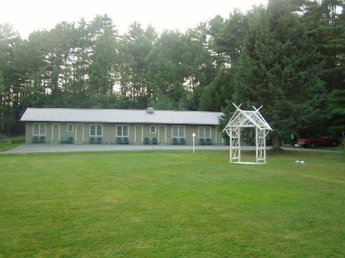 Front of Property, Pine Tree Motel & Cabins