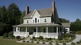 Seven Oaks Bed and Breakfast - High Point Hotels