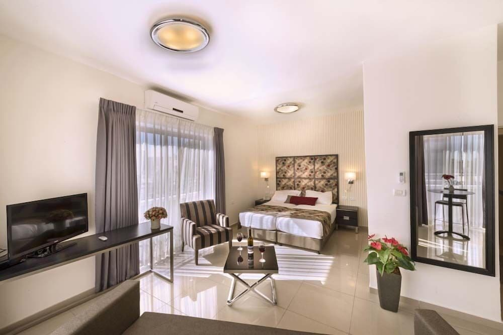 Room, Shamai Suites