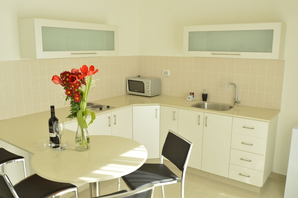 Private Kitchenette, Shamai Suites