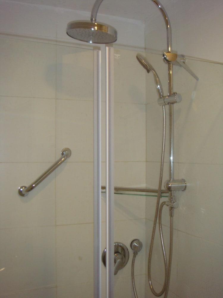 Bathroom Shower, Shamai Suites