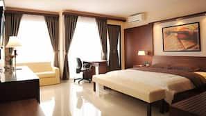 Frette Italian sheets, premium bedding, Select Comfort beds, desk