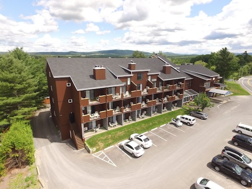 Great Place to stay Hôtel Suites Lac-Brome near Lac-Brome