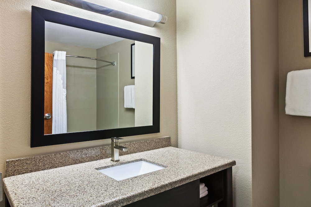 Bathroom, Holiday Inn Express & Suites Glenpool-Tulsa South