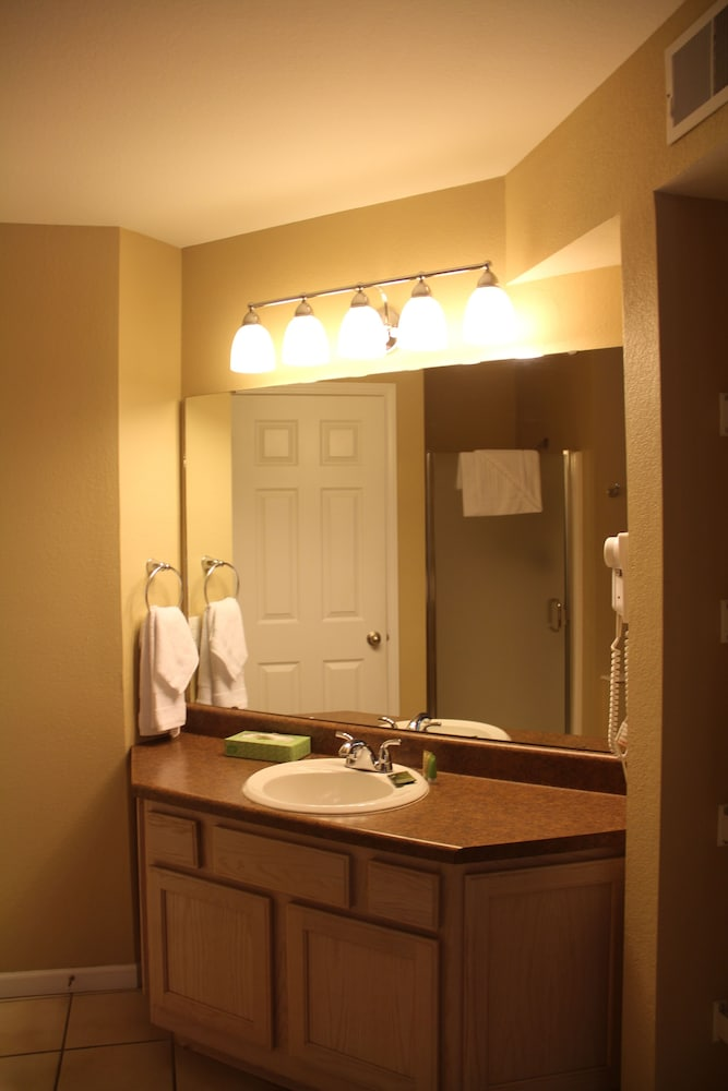 Bathroom, Grand Crowne Resort by Capital Vacations