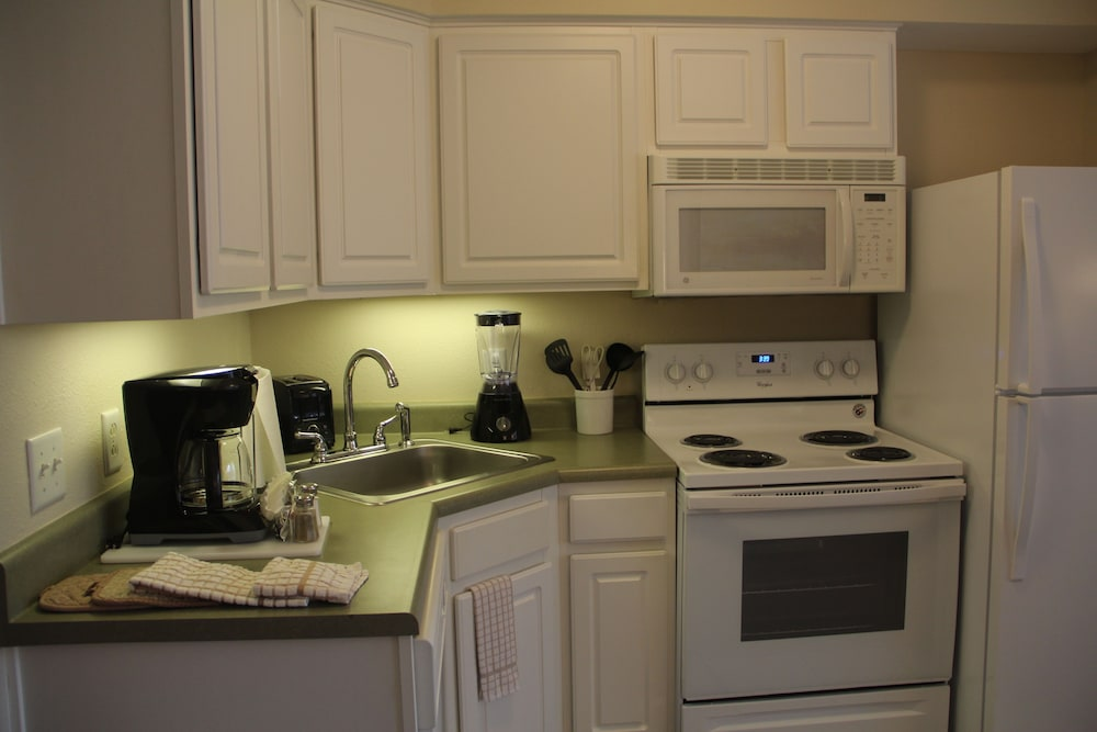 Private Kitchen, Grand Crowne Resort by Capital Vacations