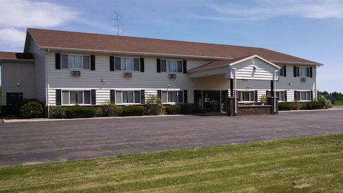 AmeriVu Inn and Suites