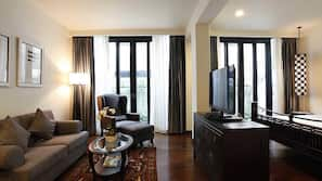 Free minibar, in-room safe, blackout curtains, free WiFi