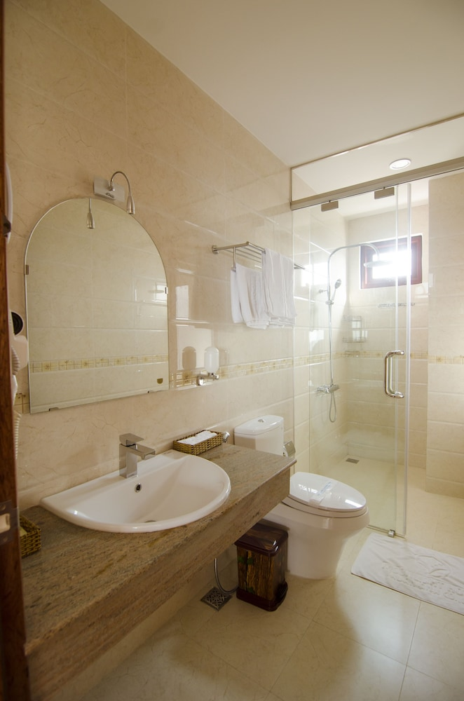Bathroom, Moonlight Da Nang Hotel