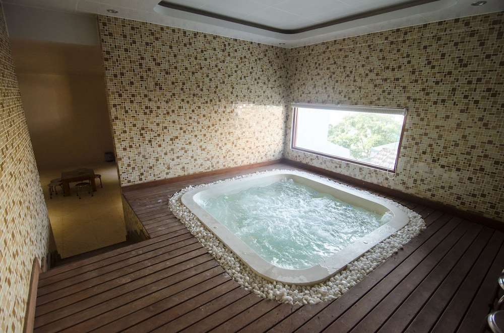 Indoor Spa Tub, Moonlight Da Nang Hotel