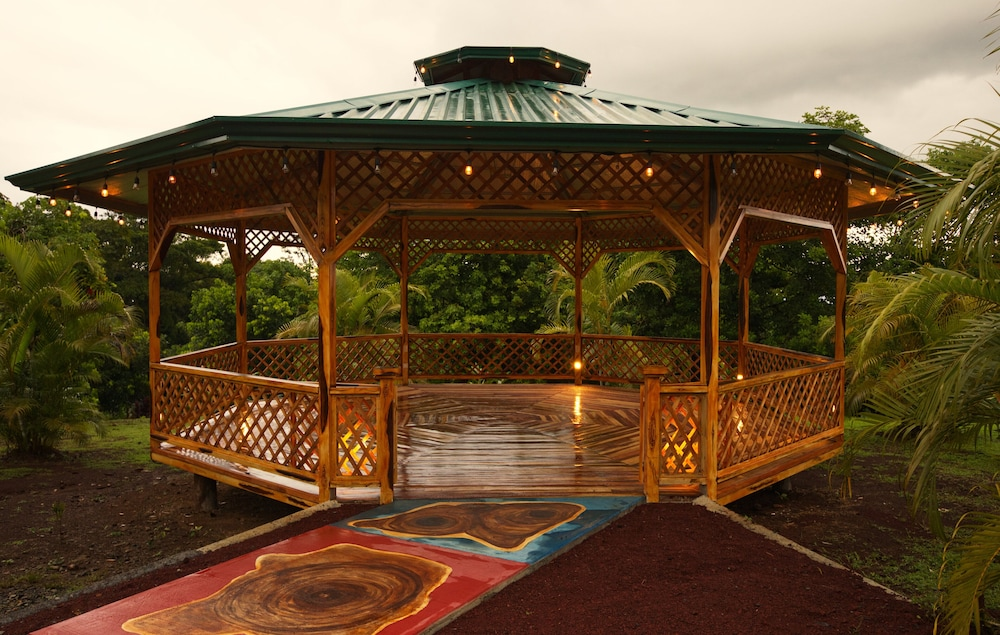 Outdoor Wedding Area, Heliconias Nature Lodge