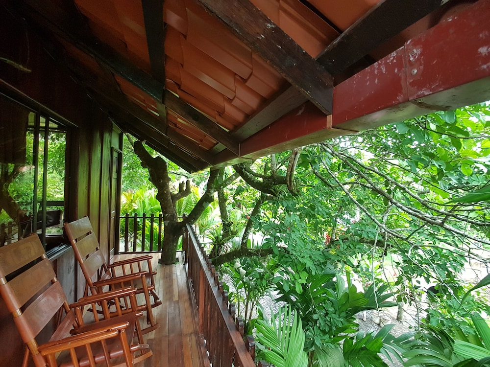 Balcony, Heliconias Nature Lodge