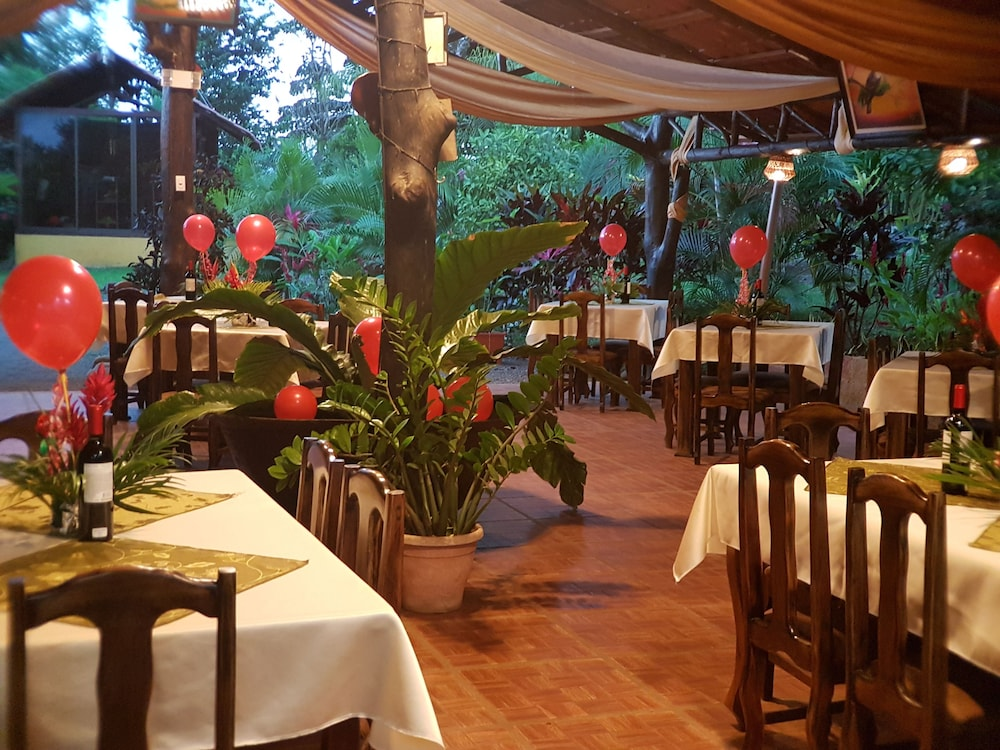 Restaurant, Heliconias Nature Lodge