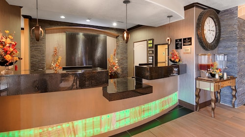 Best Western Plus Emerald Inn & Suites