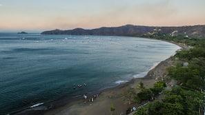 Beach nearby, black sand, beach towels, scuba diving