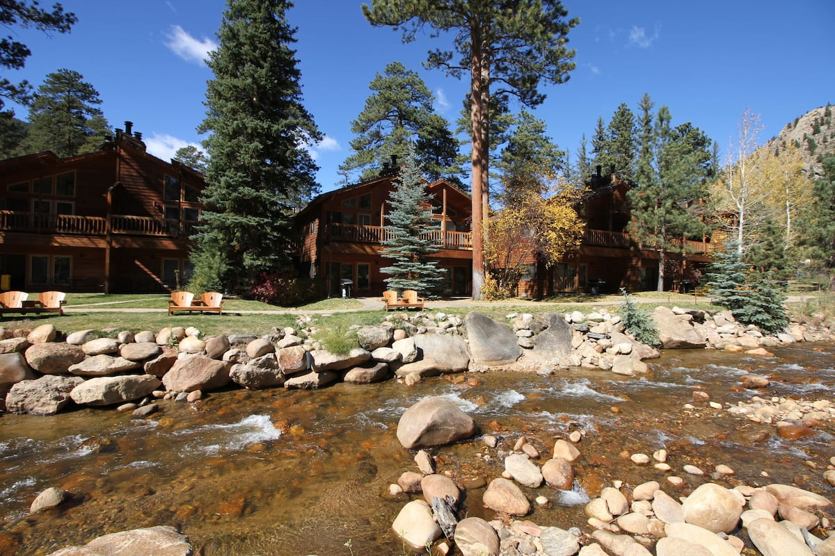 Woodlands on Fall River (Estes Park) – 7 Updated Prices
