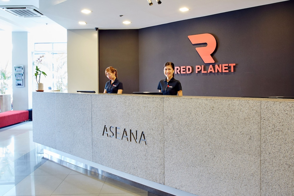 Reception, Red Planet Manila Aseana City