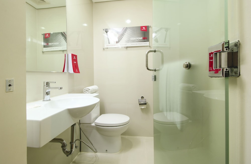 Bathroom, Red Planet Manila Aseana City