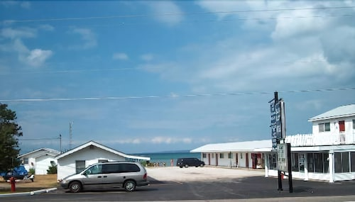 Great Place to stay Bell's Melody Motel near Mackinaw City
