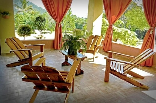 Lobby Sitting Area, Jarabacoa River Club
