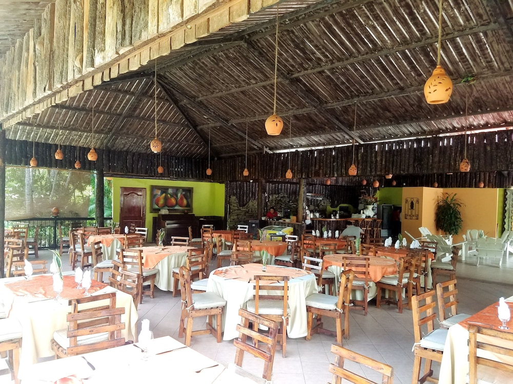 Restaurant, Jarabacoa River Club