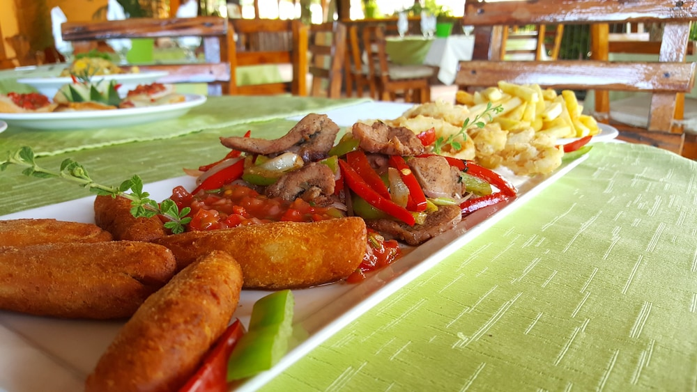 Food and Drink, Jarabacoa River Club