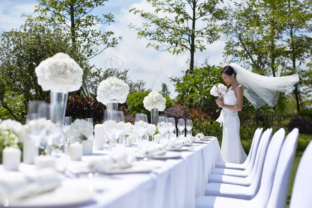 Outdoor Wedding Area, Courtyard by Marriott Boluo