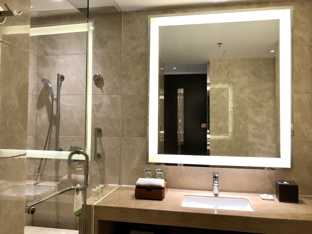 Bathroom, Courtyard by Marriott Boluo