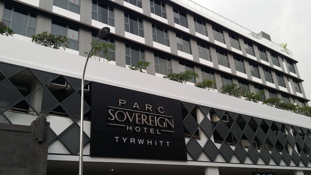 Front of Property, Parc Sovereign Hotel - Tyrwhitt