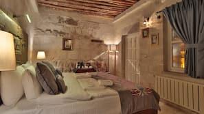 Premium bedding, individually decorated, iron/ironing board
