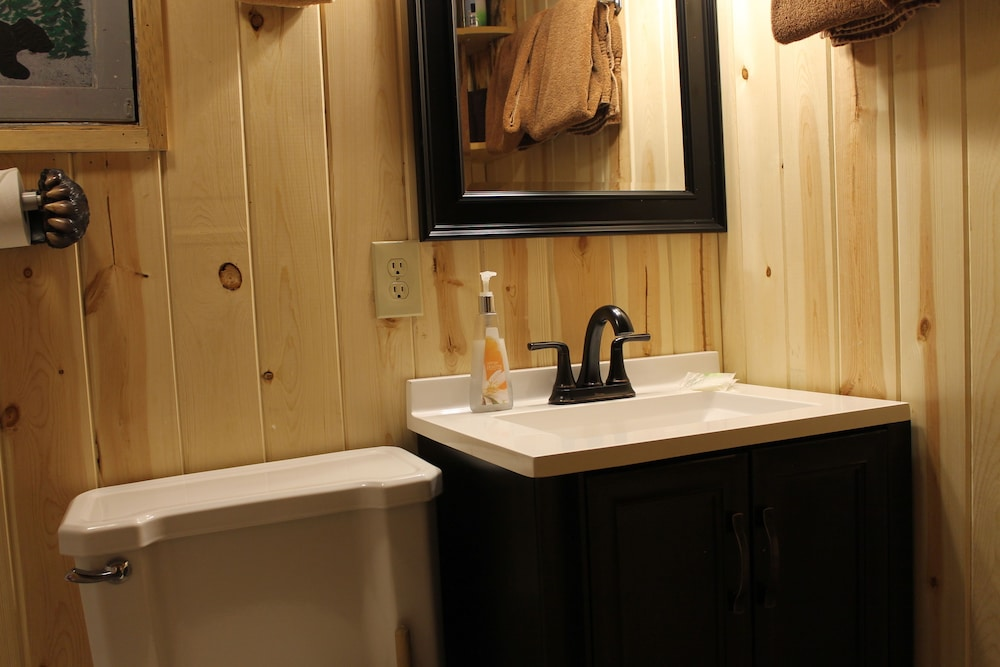Bathroom, Pine Haven Resort