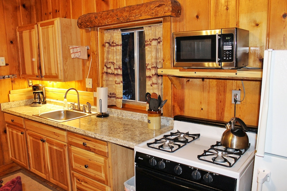 Private Kitchen, Pine Haven Resort