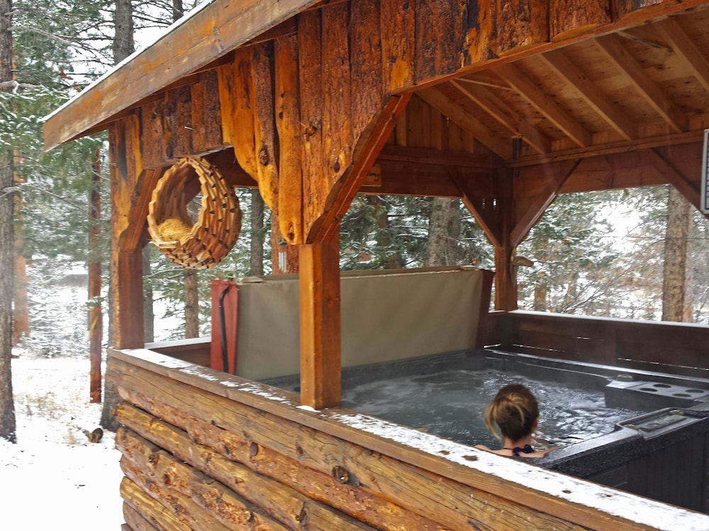 Outdoor Spa Tub, Pine Haven Resort