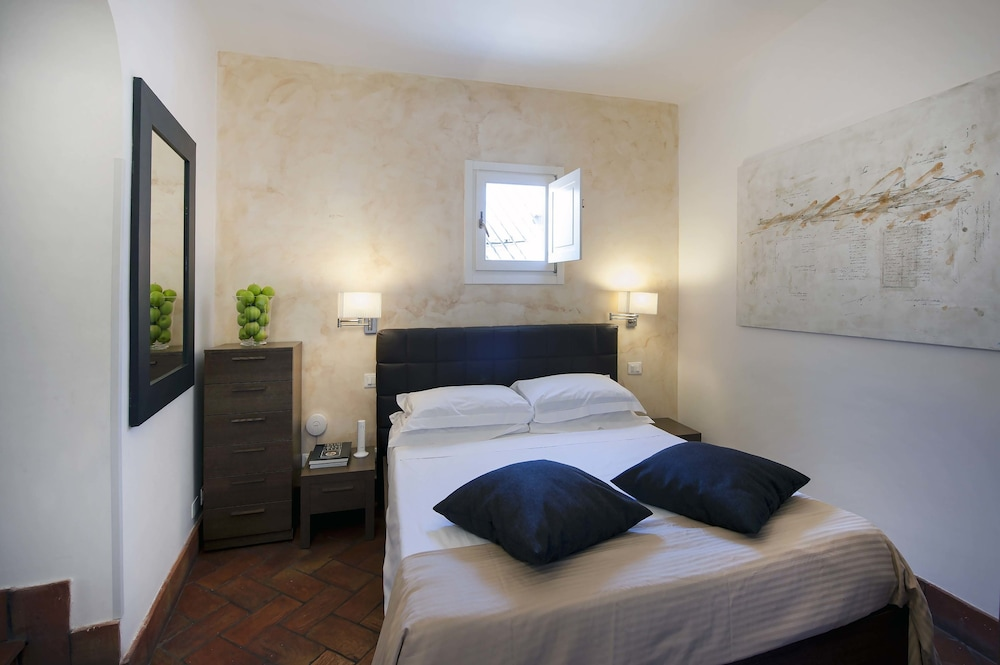 Book navona luxury apartments rome hotel deals for Hotel luxury navona
