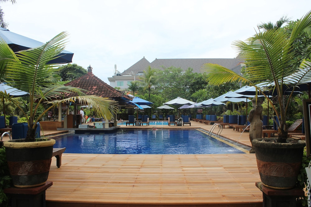 Kuta puri bungalows and spa reviews photos rates for Bali indonesia hotel booking