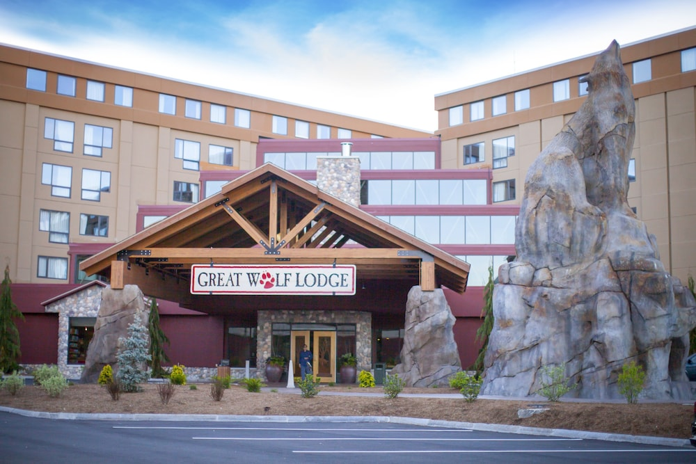 Great Wolf Lodge New England resort in Massachusetts offers a wide variety of fun family attractions including our famous indoor water park. Discover tons of fun activities near Boston at Great Wolf Lodge, the kid-friendly indoor water park resort hotel.