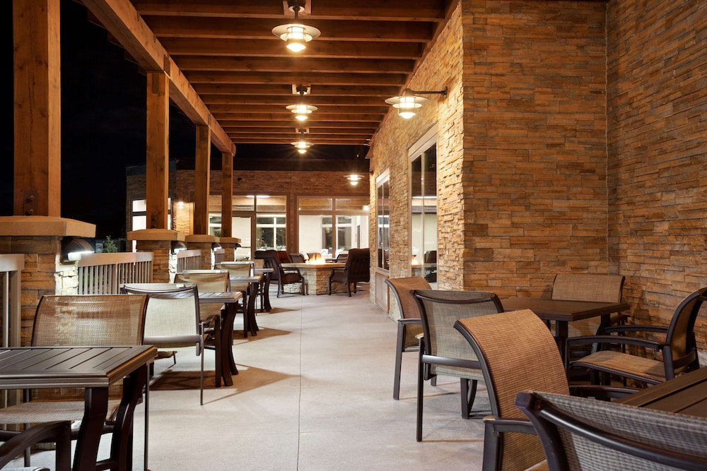 Terrace/Patio, Country Inn & Suites by Radisson, Roseville, MN