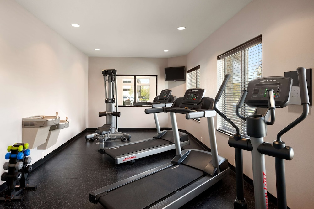 Fitness Facility, Country Inn & Suites by Radisson, Roseville, MN