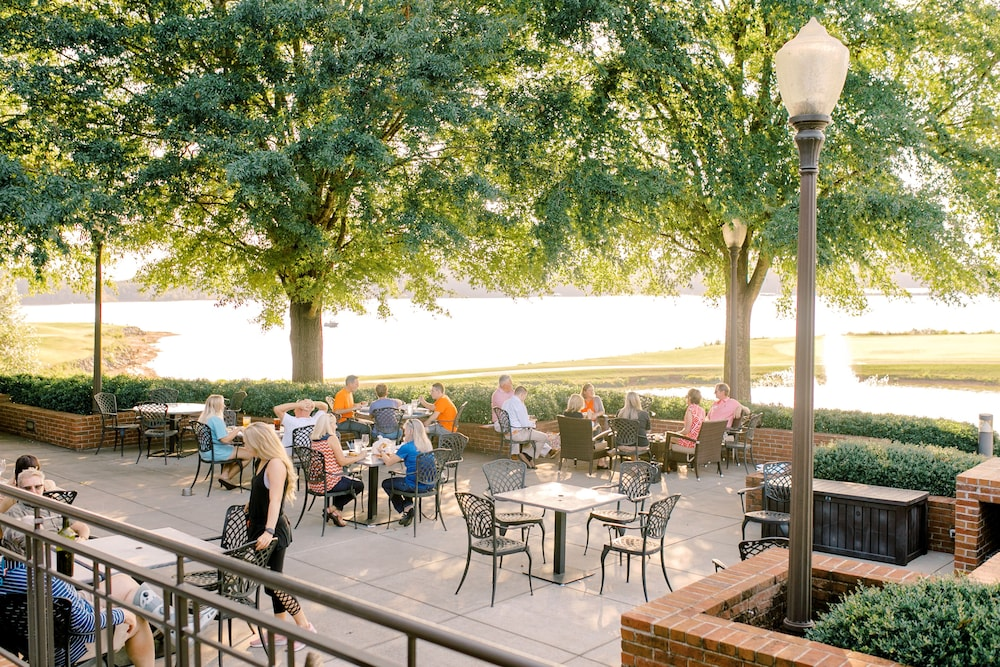 Outdoor Dining, Clemson University's James F. Martin Inn