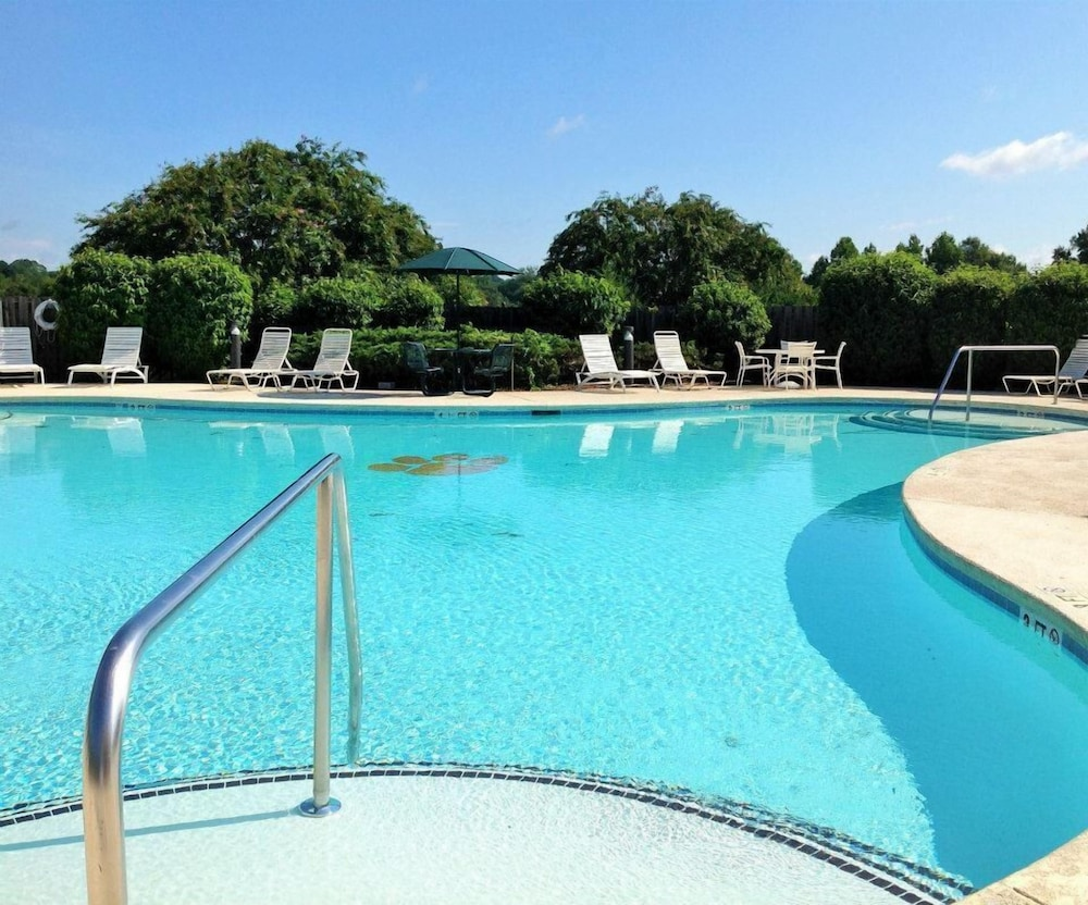 Pool, Clemson University's James F. Martin Inn