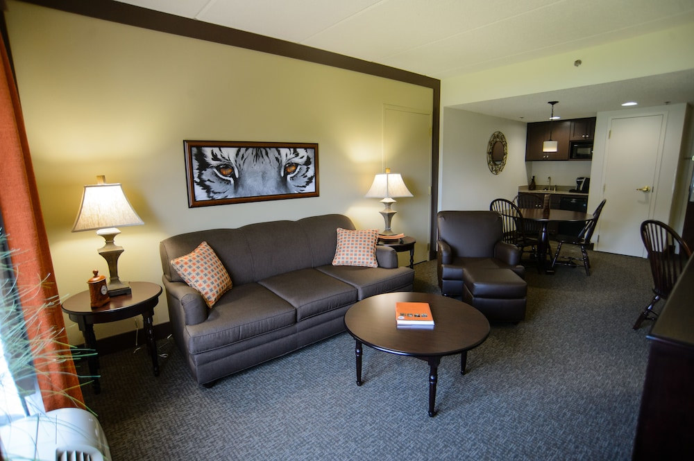 Living Area, Clemson University's James F. Martin Inn