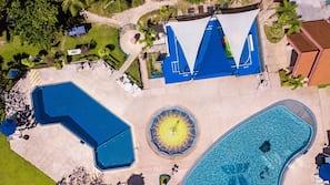 3 개의 야외 수영장