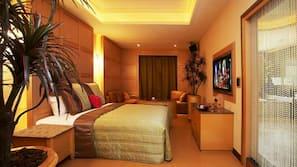Decoración individual, escritorio, cortinas opacas y wifi gratis