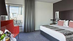 Premium-sengetøj, minibar, pengeskab, mørklægningsgardiner