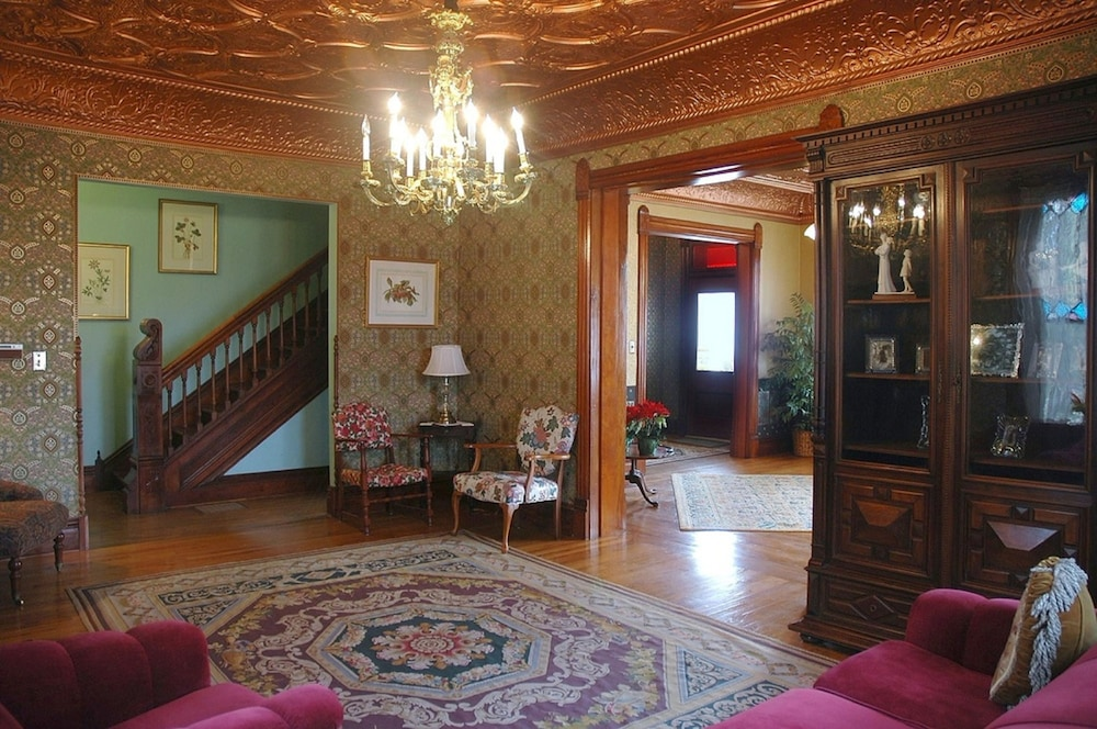 Interior Entrance, Nauvoo Grand Bed & Breakfast