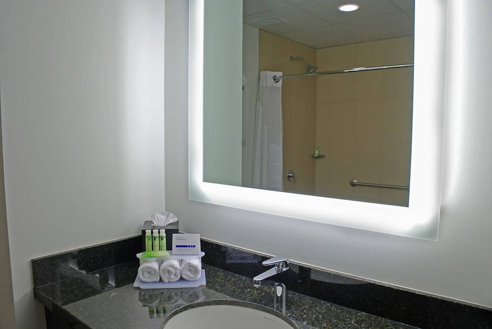 Bathroom Sink, Holiday Inn Express Managua, an IHG Hotel