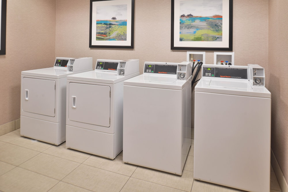Laundry Room, Hampton Inn & Suites Bend