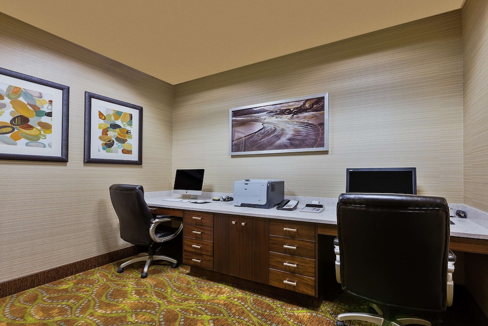 Business Center, Hampton Inn & Suites Bend